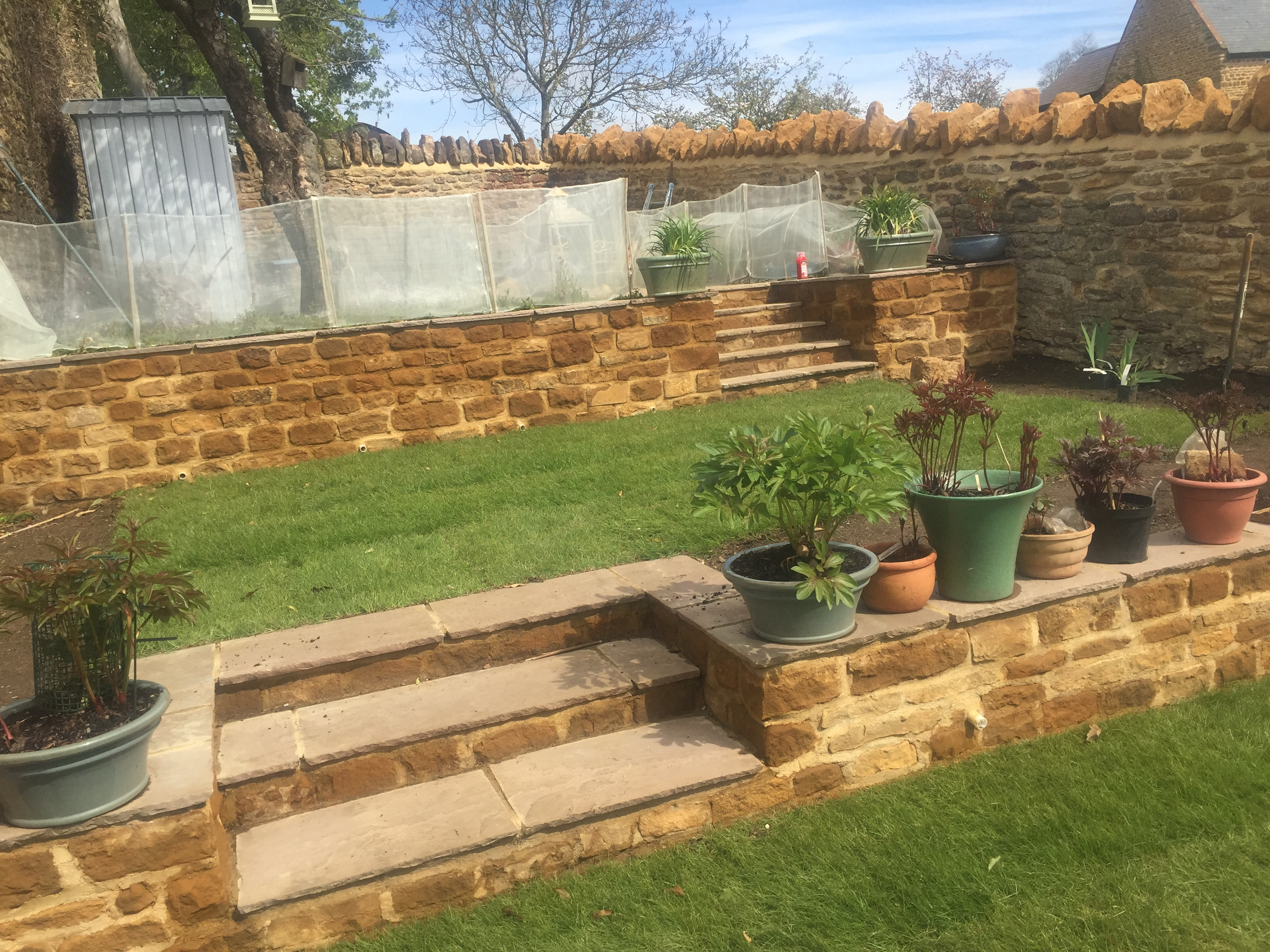Garden landscaping and walls for Landscape wall